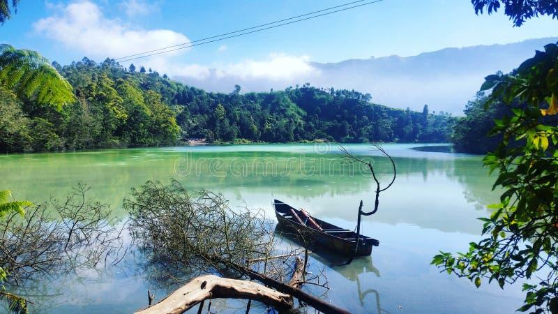 Dieng暗藏的湖  免版税图库摄影