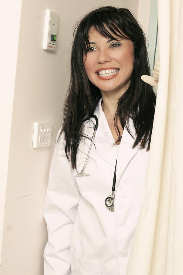 Dienstdoend verpleegster royalty-vrije stock foto's