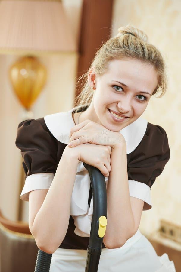 Dienstmeisjeportret bij de hoteldienst royalty-vrije stock afbeelding