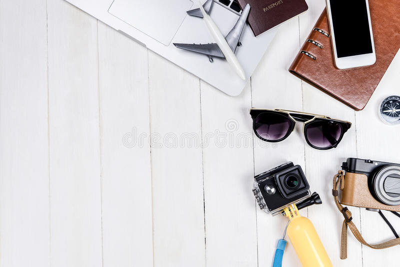 Dienstreise Bloggergegenstände und -ausrüstung stockfoto