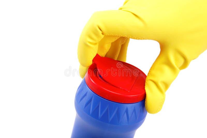Dient rubberhandschoenen met een fles detergens in royalty-vrije stock afbeelding
