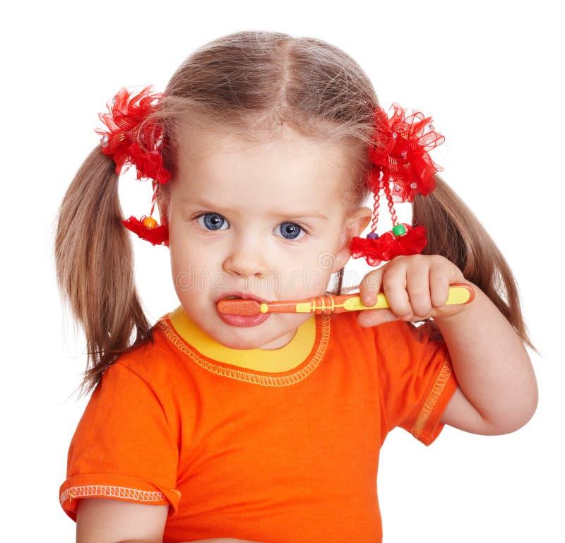 Dientes limpios del cepillo de la muchacha del niño. foto de archivo