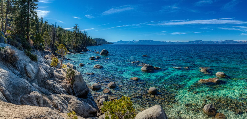 Diep Blauw en Turkoois Water bij het Panorama van Meertahoe stock fotografie