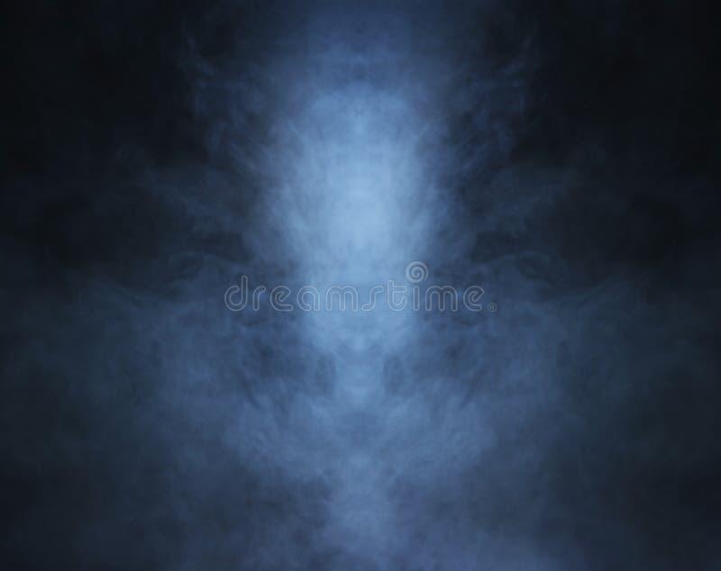 Diepe blauwe rookachtergrond met licht royalty-vrije stock afbeelding