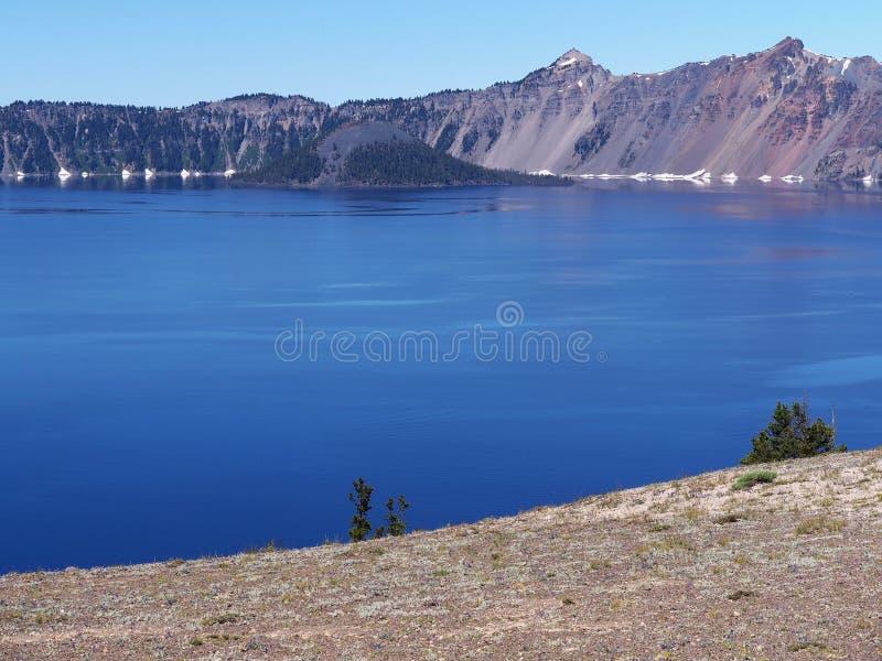 Diepe blauwe wateren stock afbeelding