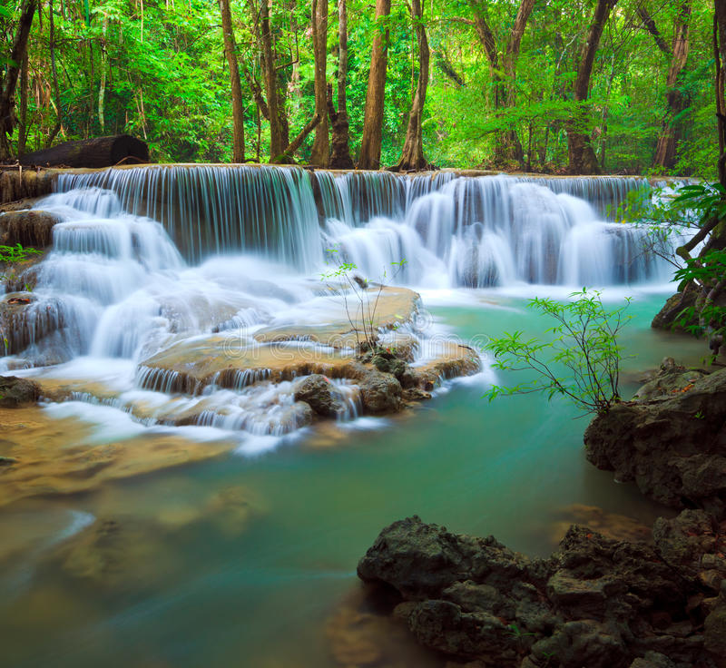Diepe bosWaterval, Kanchanaburi, Thailand royalty-vrije stock foto