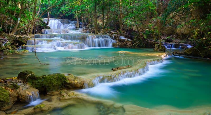 Diepe boswaterval in Kanchanaburi, Thailand stock afbeelding