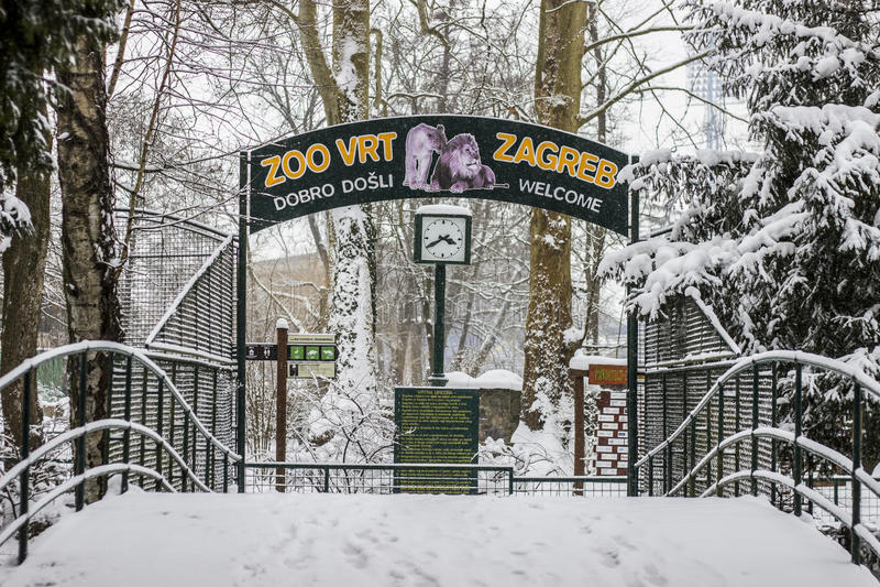 Dierentuin bij het Stadspark Maksimir Zagreb, de winter stock foto