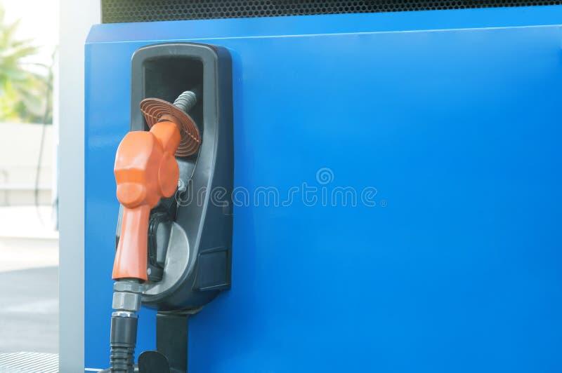 Diese Bild Zapfpistole an der Tankstelle Konzept /energy, Brennstoffzufuhren stockbild