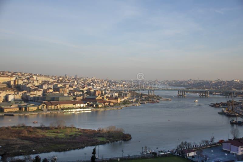Diese Brücke im goldenen Horn Ansicht von Brücke Istanbuls Galata stockbilder