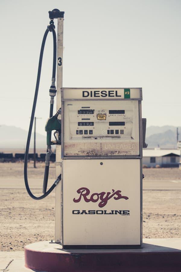 Diesel- gaspump av Roys kafébensinstationen arkivbild