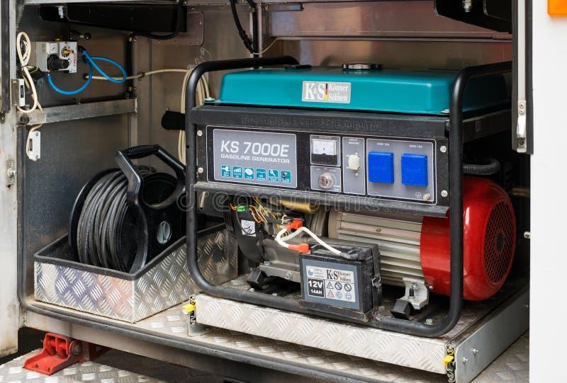 Diesel generator in de auto van technische bijstand voor noodsituatie stroom royalty-vrije stock foto