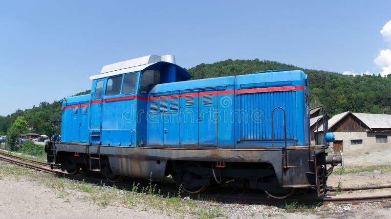 Diesel hydraulische blauwe locomotief stock foto