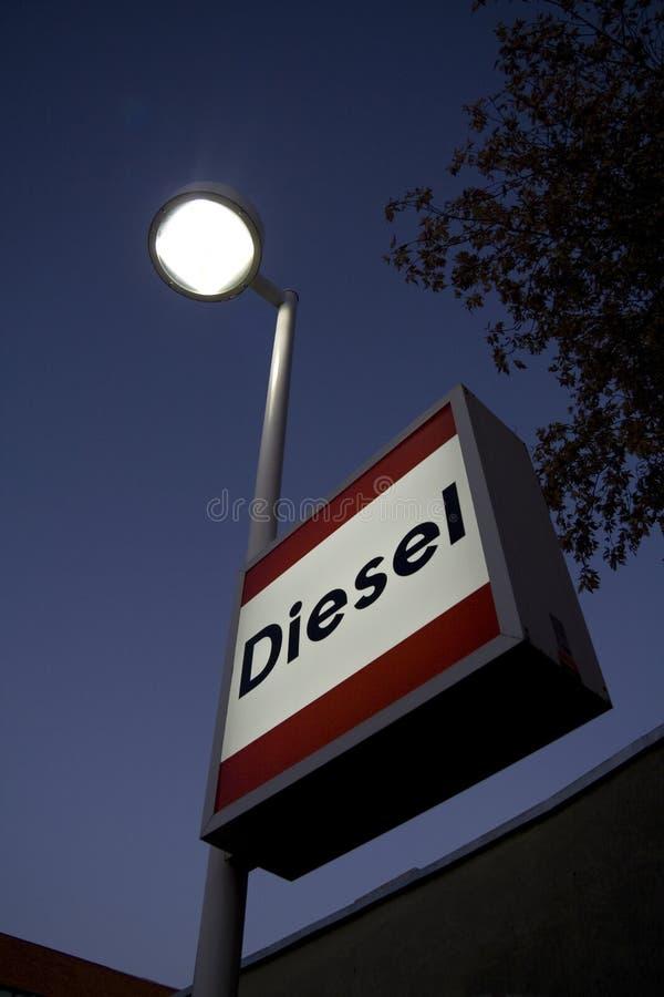 Dieselzeichen an der Tankstelle lizenzfreie stockfotos