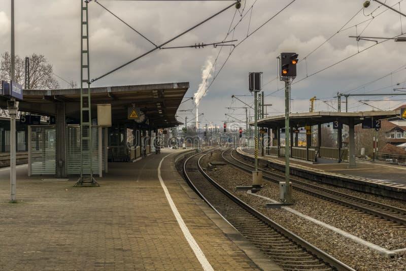 Dieses ist der alte und kleine Bahnhof des Bezirkes stockbilder
