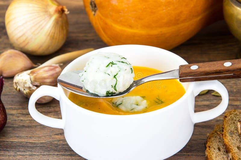 Diet-soppapuré med ris, morötter och pumpa royaltyfri bild