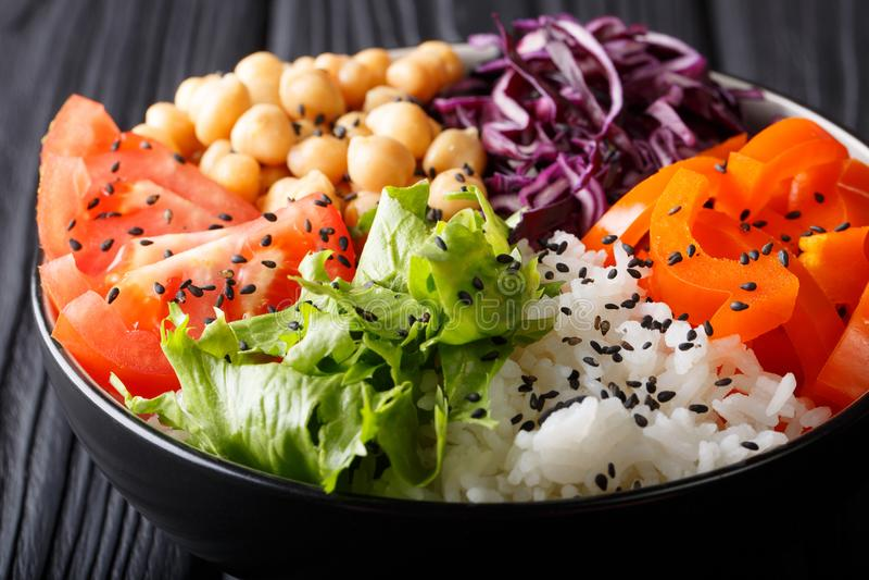 Diet-vegetarisk salladBuddhabunke med nya grönsaker, stil royaltyfria foton