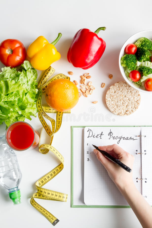 Dieta di concetto, dimagrente piano con il punto di vista superiore delle verdure immagine stock