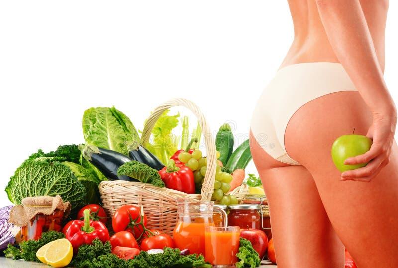 Dieta. Dieta equilibrada baseada em vegetais orgânicos crus imagens de stock royalty free