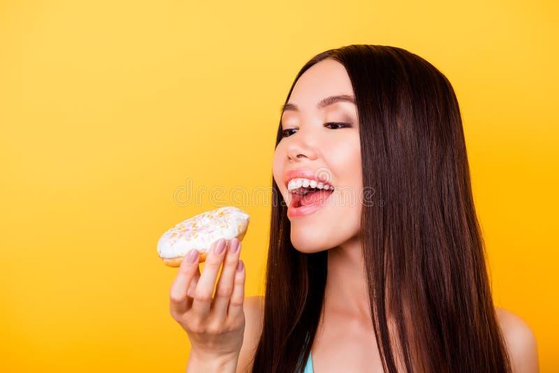 Dieta e calorias do conceito Feche acima do retrato colhido de feliz como imagens de stock royalty free
