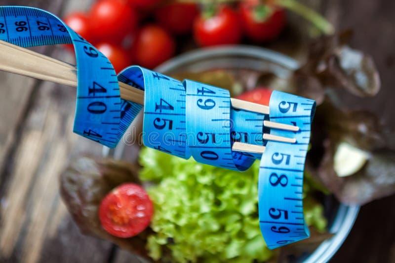 Dieta, fita métrica e alimento saudável fotografia de stock royalty free