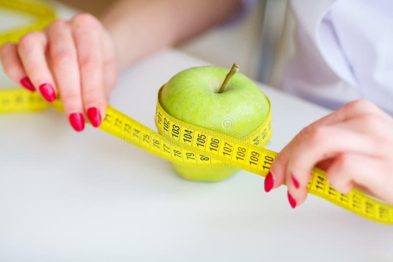 Dieta Forma fisica e concetto sano di dieta di alimento Dieta equilibrata con fotografie stock libere da diritti