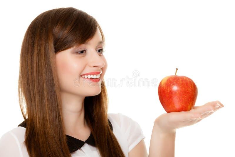 Dieta Mela d'offerta della ragazza frutta stagionale fotografia stock