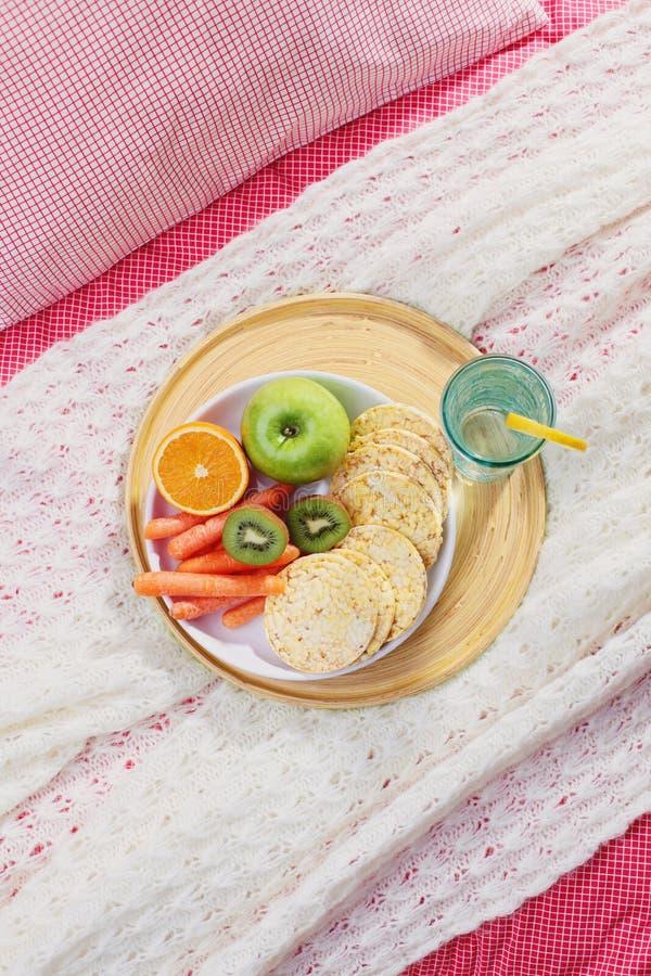 Dieta na cama fotos de stock