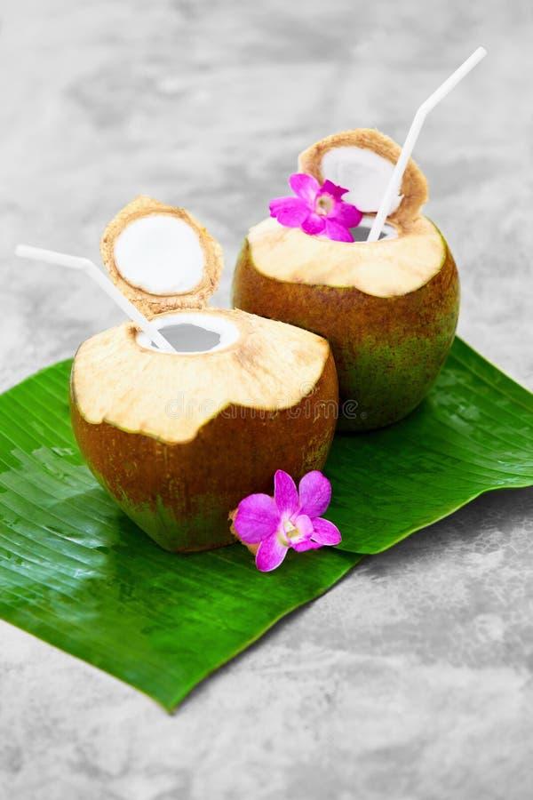 Download Dieta Napój Organicznie Koks Woda, Mleko Odżywianie, Uwadnianie H Zdjęcie Stock - Obraz złożonej z hawajczycy, ciecz: 65225700