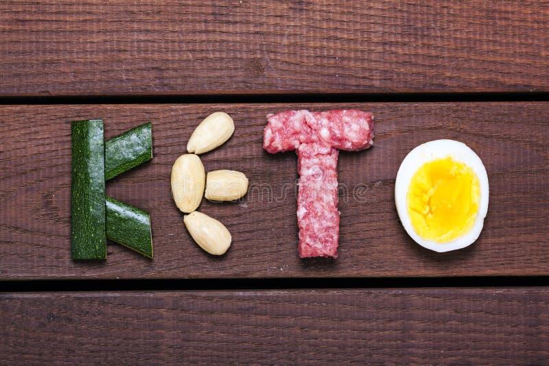 Dieta, palabra del keto en el fondo de madera fotos de archivo libres de regalías