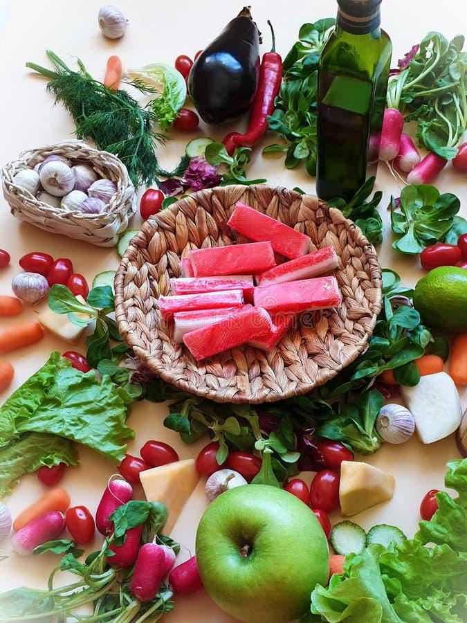 Dieta sana del salat de la pimienta roja de las frutas y verduras de las etiquetas engomadas de los pescados del tomate de la lil fotos de archivo libres de regalías