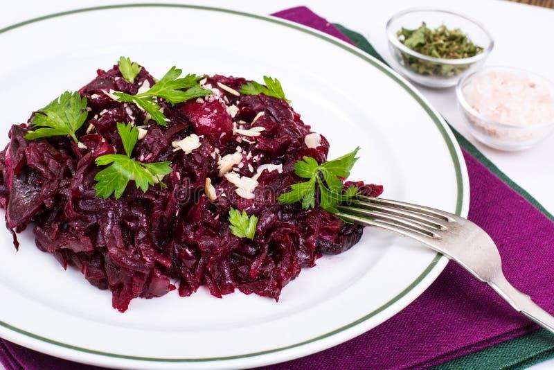 Dieta saudável Salada com beterrabas fotos de stock
