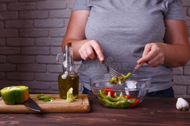 Dieting, zdrowy niskokaloryczny jedzenie, ciężaru przegrywający pojęcie Overwe obraz stock