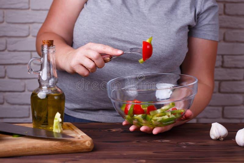 Dieting, zdrowy niskokaloryczny jedzenie, ciężaru przegrywający pojęcie Overwe zdjęcie royalty free