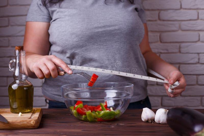 Dieting, zdrowy niskokaloryczny jedzenie, ciężaru przegrywający pojęcie Overwe fotografia stock