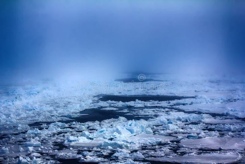 dietro - il canale ha fatto in rompighiaccio del ghiaccio fotografia stock libera da diritti