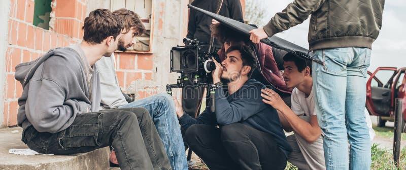 Dietro la scena Scena di film di contaminazione delle troupe cinematografica all'aperto immagine stock