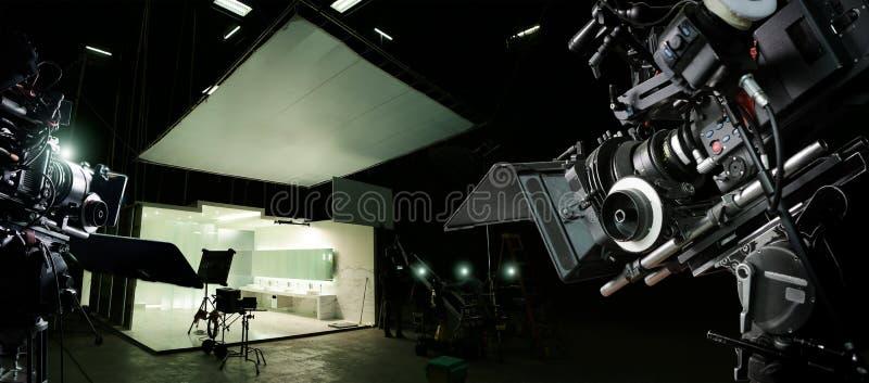 Dietro le scene di fabbricazione del film e della pubblicit? televisiva Macchina fotografica di produzione del video e di film Tr fotografie stock