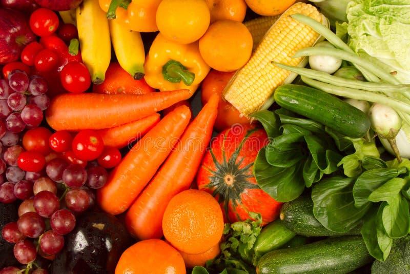 Diety i jarosza karmowa opieka zdrowotna i wellness stubarwny świeży warzywo obraz royalty free