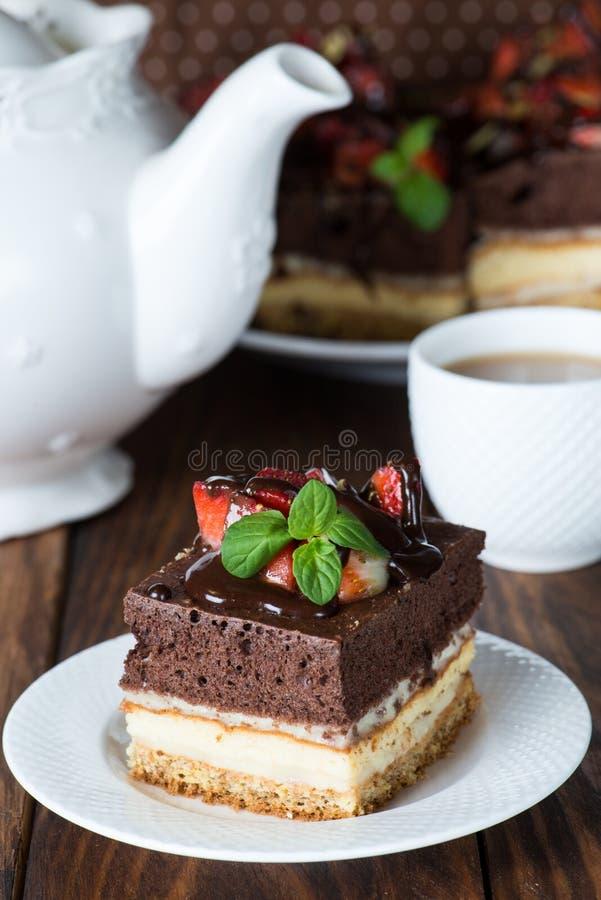 Diety wanilia i czekoladowy tort obraz royalty free
