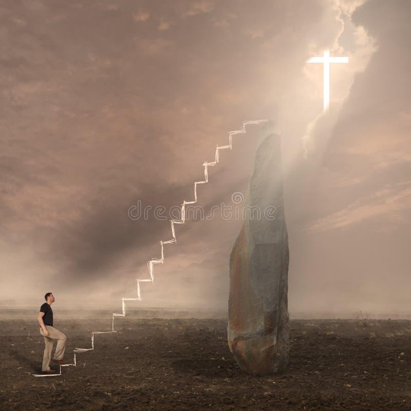 Dieu adorant d'homme La croix apparaît dans le ciel photographie stock libre de droits