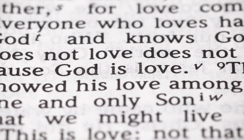 Dieu de vers de bible est amour au foyer étroit photographie stock libre de droits
