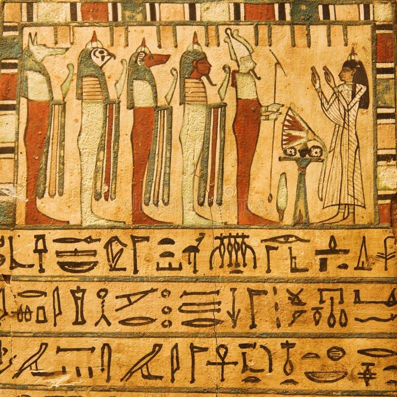 Dieux égyptiens antiques et hiéroglyphes image stock