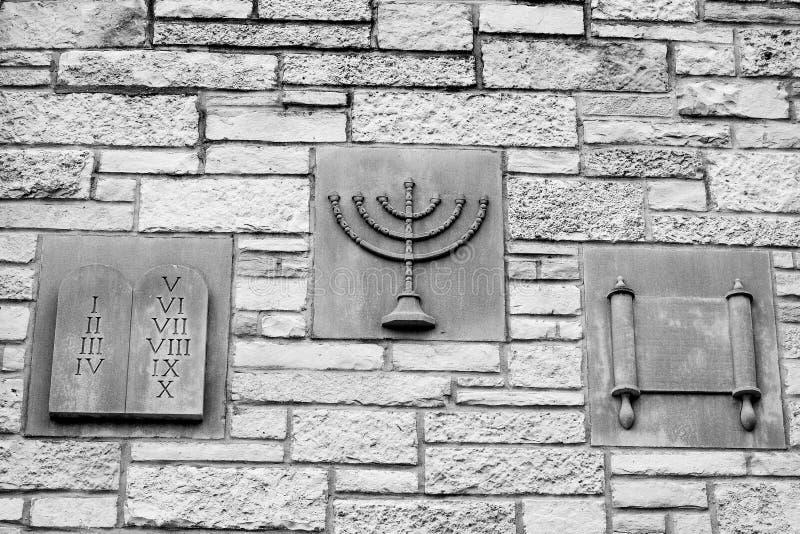 Diez mandamientos, Menorah, voluta - símbolos religiosos foto de archivo libre de regalías