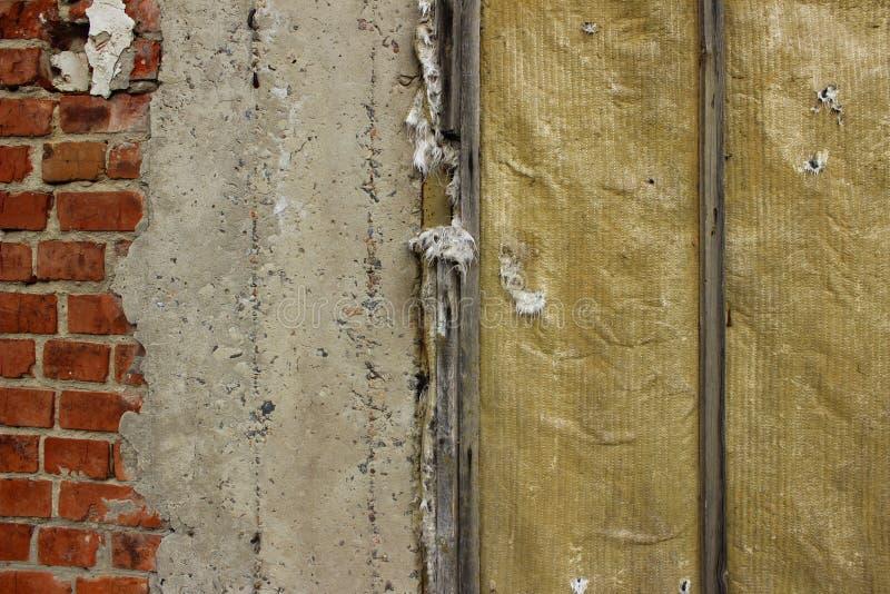 Diferente texturiza el fondo con mucho espacio de la copia para el texto Tiro cosechado de la casa abandonada fotografía de archivo