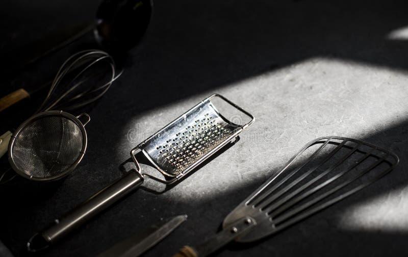 Diferente tipo de utensilio en el piso fotografía de archivo libre de regalías