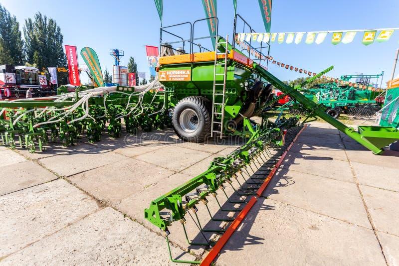 Diferentes máquinas agrícolas modernas imagem de stock