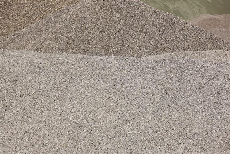 Diferentes tipos de piedra en una mina de la grava construcción fotografía de archivo libre de regalías