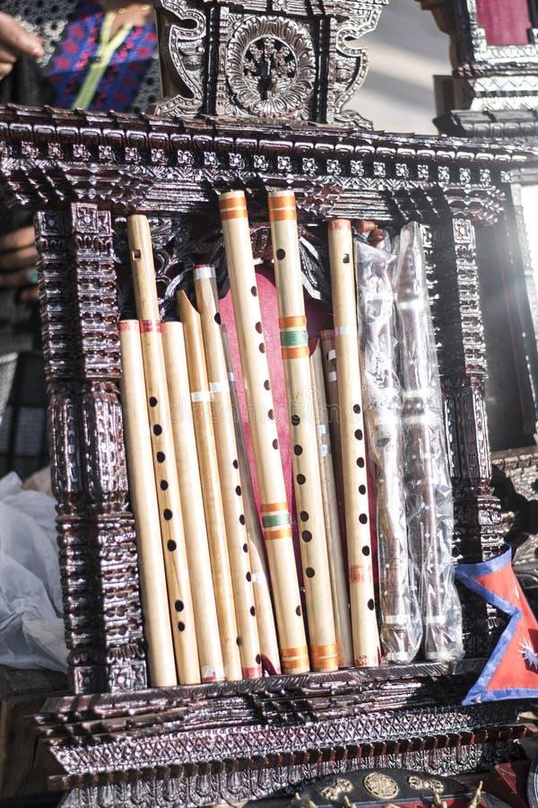Différentes cannelures en bambou classées dans une rangée photos stock