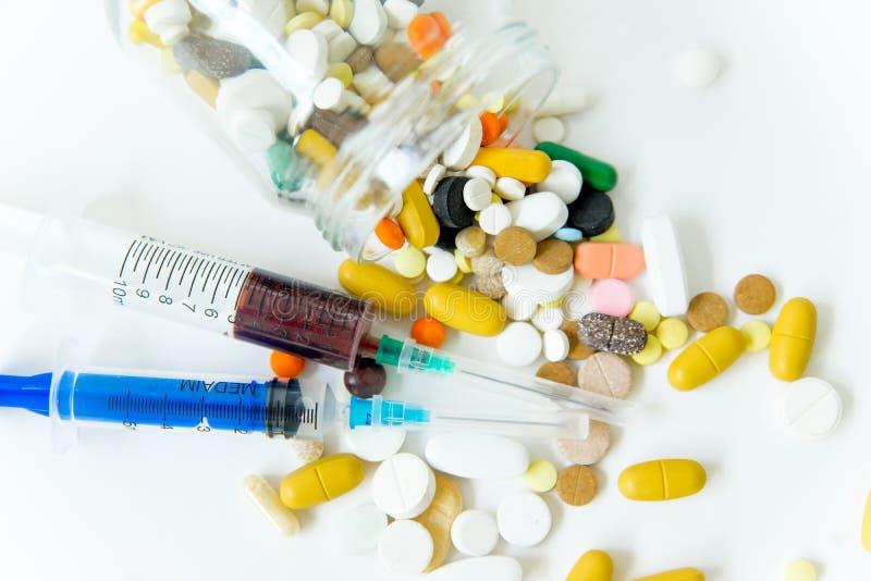 Différentes drogues de médecine, pilules, comprimés Pilules pharmaceutiques de médecine photographie stock